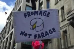 Pacifica e colorata la marcia anti-Brexit per le strade del centro di Londra